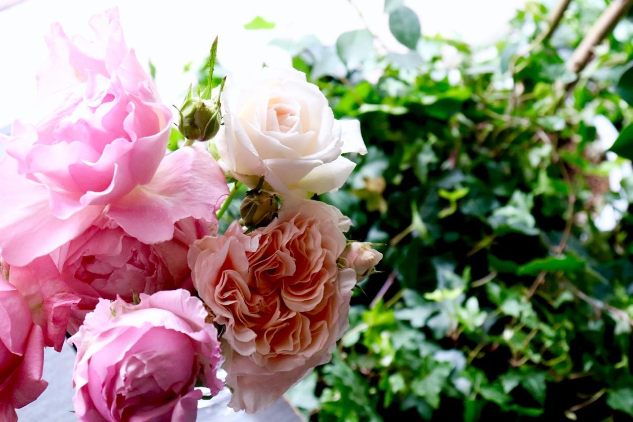 香りのバラ、色合いミックスブーケ