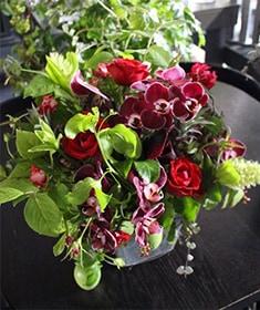 長春花 ~ 還暦祝いにもオススメ!! 赤バラの華やかなギフトアレンジ ライフデコのウィンターフラワーギフト