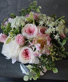 白桜-Hakura どことなく水彩画のような優しげな奥行き感 レディライクなピンクのグラデーション [ アレンジメントS size ]