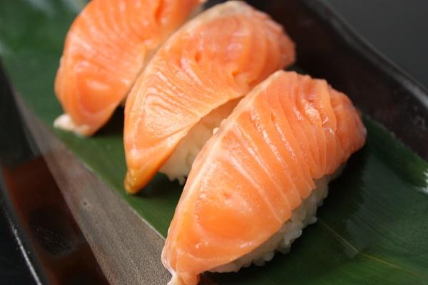 サーモン握り寿司