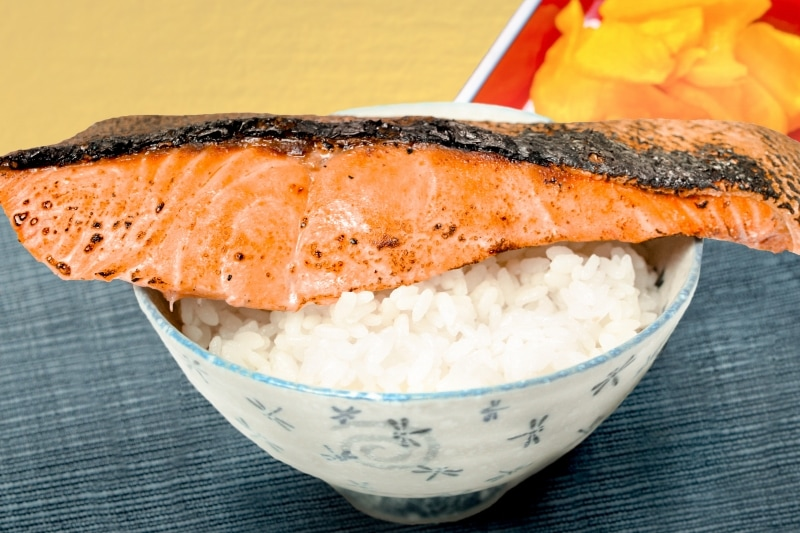 銀鮭 一夜干 箸持ち