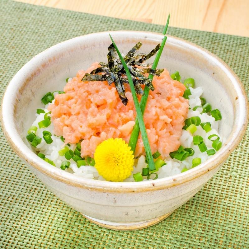 サーモンネギトロ 丼