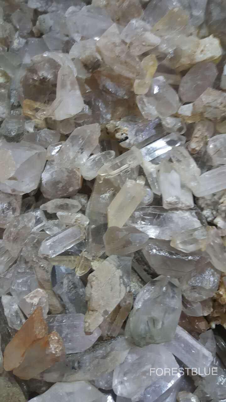 採掘された水晶