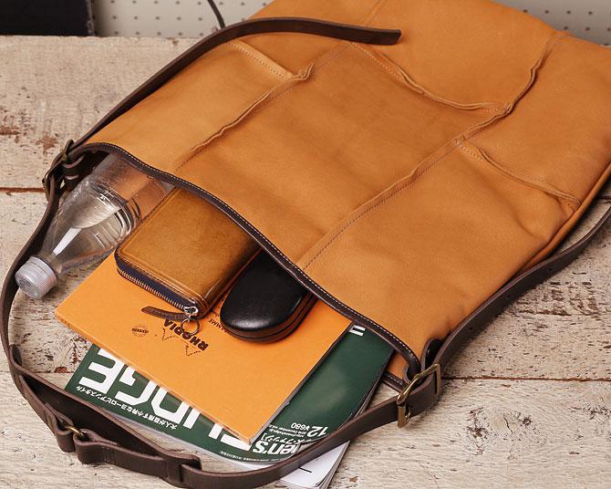 ショルダーバッグ メンズ 薄マチ縦型 ディアスキン風ソフト仕上げ 牛革ステア TIPI 71771 本体収納