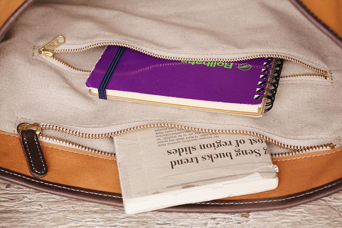 ショルダーバッグ メンズ 薄マチ縦型 ディアスキン風ソフト仕上げ 牛革ステア TIPI 71771 内ポケット2