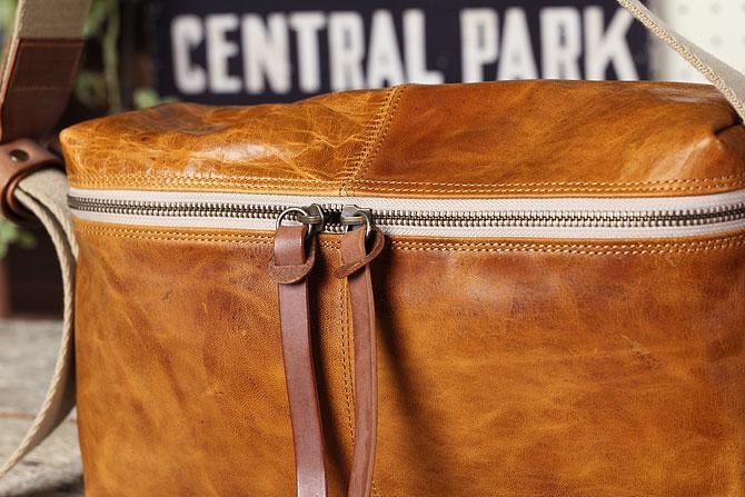 メンズ 馬革ショルダーバッグ BLOW 70871 馬革素材感