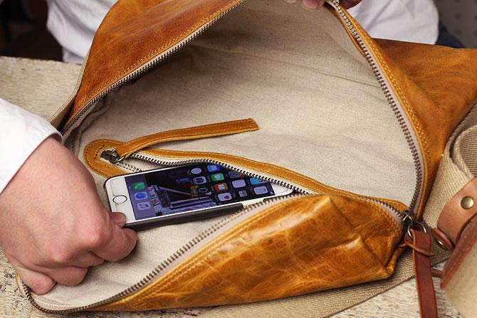 メンズ 馬革ショルダーバッグ BLOW 70871 ジッパーポケット