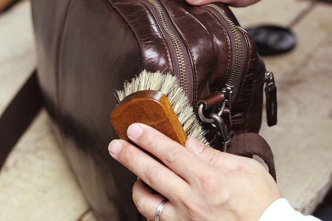 ジャーマンブラシ2 革のお手入れ用 馬毛ブラシ コロンブス ブラッシング2