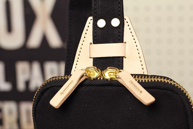 ブラック コーマ帆布 ボディバッグ メンズ 薄マチ grn 1006 白ヌメ付属