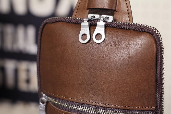 本革 ボディバッグ メンズ ダブルオイルレザー 薄マチ grn 117 ブラウン素材感
