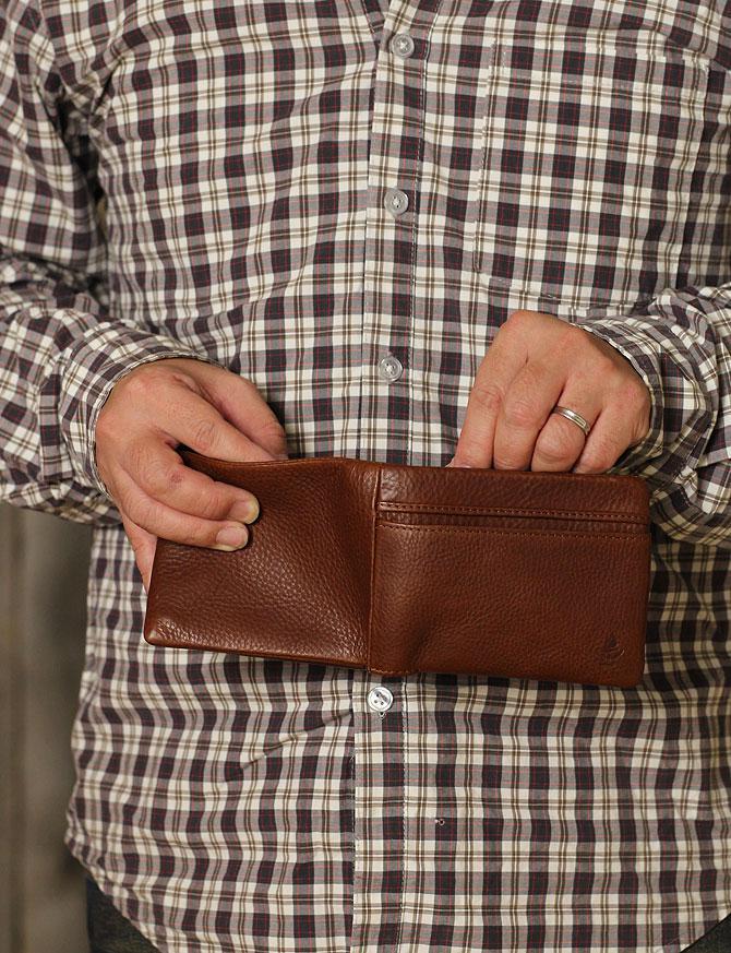 二つ折り財布 メンズ ミネルバボックス 本革 バギーポート lzys 8001 モデルイメージ3