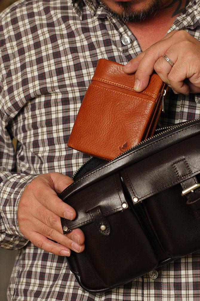 ハーフ折り財布 メンズ ミネルバボックス 本革 バギーポート lzys 8002 モデルイメージ2
