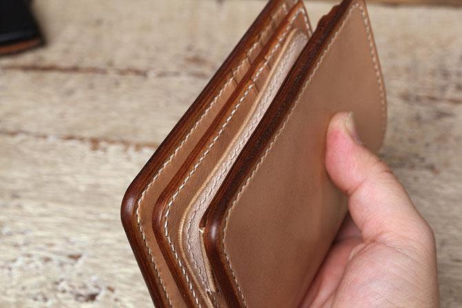 手縫い ヌメ革 二つ折り メンズ 財布 ミドルウォレット 栃木レザー 追加カード入れ厚み