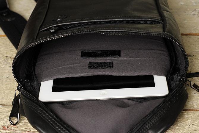 馬革 ボディバッグ 縦型 メンズ オイルホースレザー Pray prbb302 B5 タブレットポケット