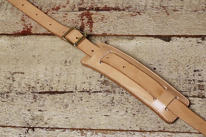 手縫い ヌメ革 ショルダーベルト ショルダーパッド付き 本体部分