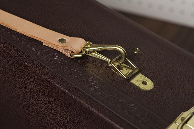 手縫い ヌメ革 ショルダーベルト ショルダーパッド付き ディテール1