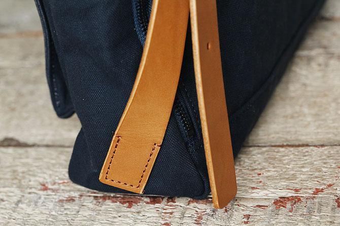 メンズ リュックサック 6号帆布×オイルバケッタ革 バギーポート tepp 460 ネイビーバージョン ショルダーベルト根元