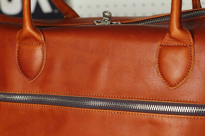 グローブレザー 3層式 ボストンバッグ メンズ ynm 209 キャメル素材感