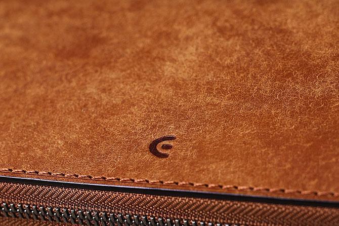 レザー 二つ折り財布 イタリアンレザー zys 2402 キャメル素材感