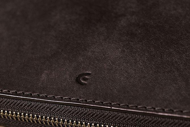 レザー 二つ折り財布 イタリアンレザー zys 2402 ブラック素材感
