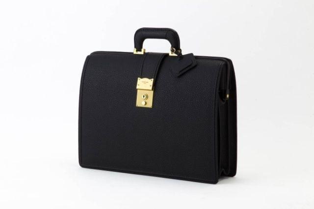 黒色のビジネスバッグ