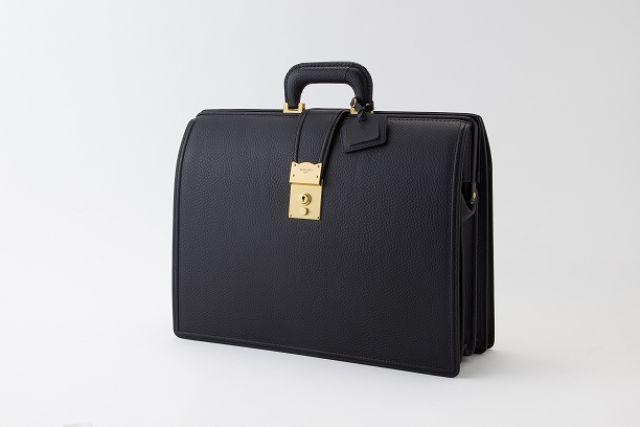 高級素材のビジネスバッグ