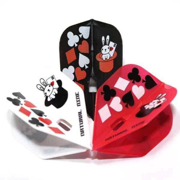 トランプモチーフとハットに入ったウサギが可愛いデザインのダーツフライト