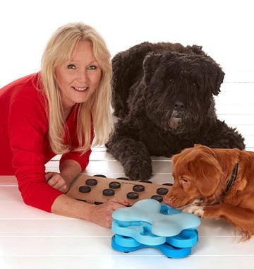 ニーナ・オットソンとパズルゲームと犬達
