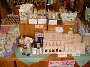 採れたプロポリスは化粧品や石鹸の原料に