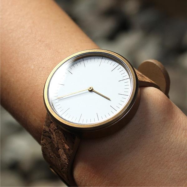 シンプルデザインに個性が光るおしゃれなコルクレザー腕時計