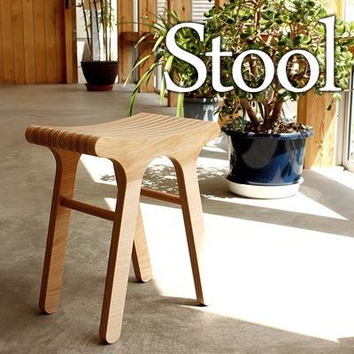 北海道産カバ材のプライウッドを使用した木製スツール「Stool」