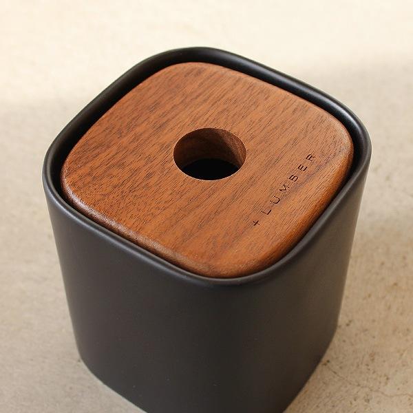 木と陶器の質感を生かしたコットンボックス