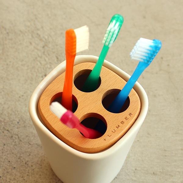 木と陶器の質感を生かした歯ブラシホルダー
