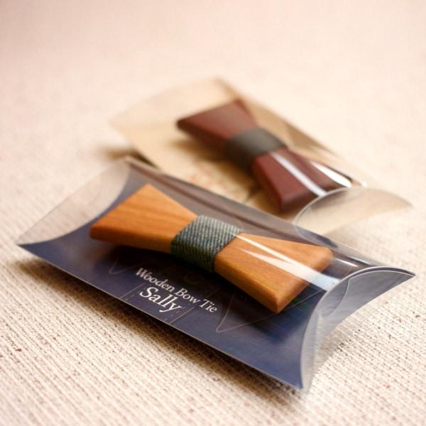 木製の蝶ネクタイをプレゼントとして