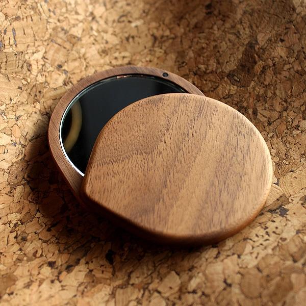 木の温もり、自然のあたたかさを手で持つ度に感じられるおしゃれな木製手鏡