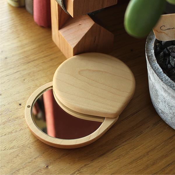 毎日使うものだからこそ、自然の素材を活かしたお気に入りのコンパクトなスライドミラーを。