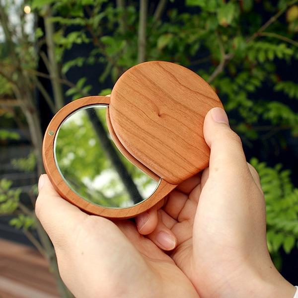おしゃれでかわいいコンパクトな木製スライドミラー「Compact Mirror」