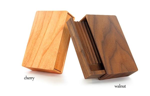 天然木から作られた木製シガレットケース