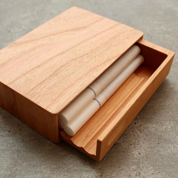 中のタバコを傷つけない木製シガレットケース