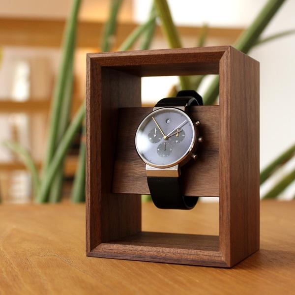 大切な腕時計を額縁に飾るようにディスプレイできるスタンド