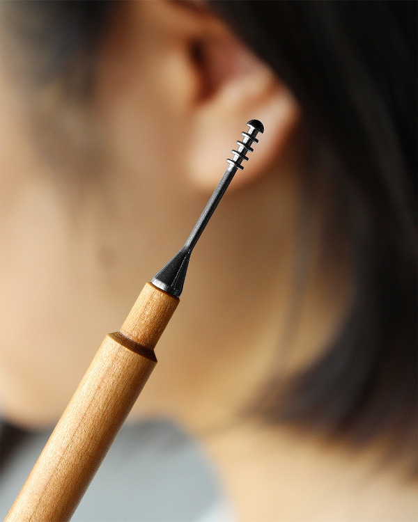キャップ付きでいつも清潔な木製耳かき「Ear Cleaner」