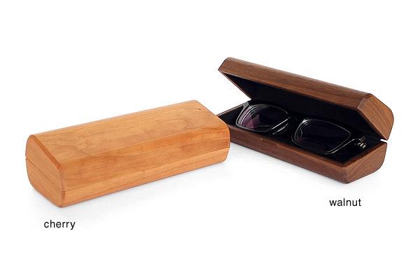 メガネケースはチェリー・ウォールナットの木材からお選び頂けます。