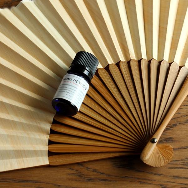 爽やかなヒノキの香りがふわっと広がる「桧の扇子+オイルセット」