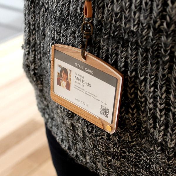 使う毎に味が出る木製IDカードケース