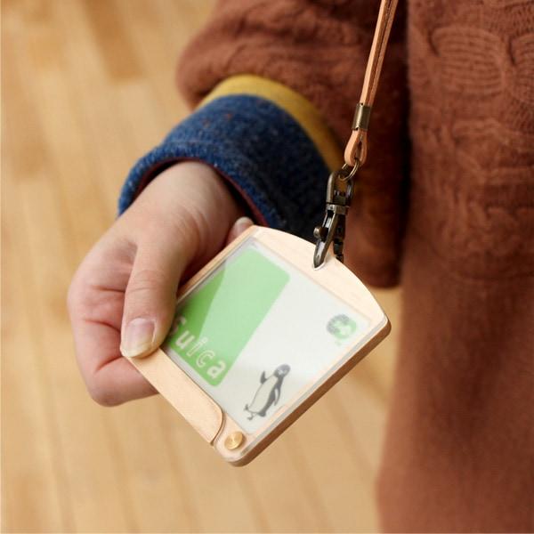 ICカードをセットすれば、改札口を通る時、ピッとかざせば気持ち良く通過できます。
