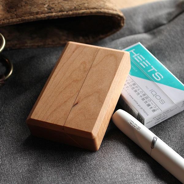 IQOS用のタバコを箱ごとケースに入れるだけで、簡単に収納・使用出来るシガレットケース。