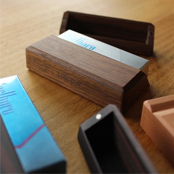 IQOSケースの底面には木製デザイン雑貨ブランドHacoaのロゴが刻印されています。