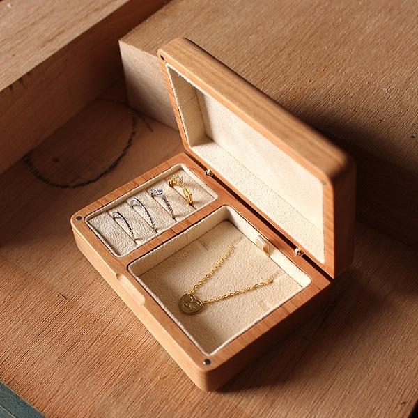 アクセサリーを美しく収納できる格調高いボックス「Jewelry Box」