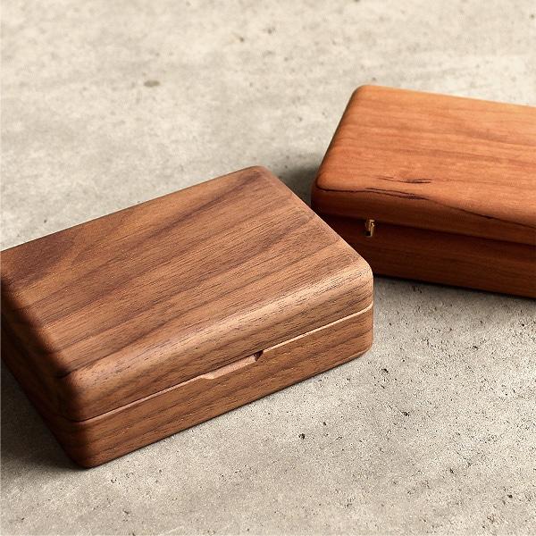 本物の無垢の木、高級木材チェリー・ウォールナットを贅沢に削り出した逸品です。