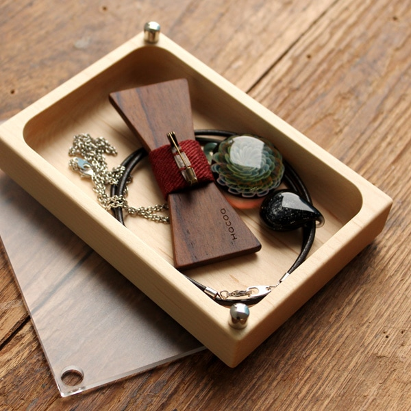 大ぶりなネックレスも入る収納力の高いジュエリーボックス